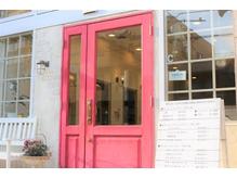 赤い扉が目印♪キレイを目指すあなたをおまちしております!