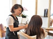 《洗いざらしでもまとまる再現性・扱いやすいスタイルを提案》クセや髪質を見極め計算された優秀スタイルへ