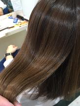 「魔法のシャンプー」と呼ばれるoggiottoを使っています。髪の内部から浸透させるので艶髪が手に入る!