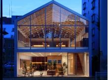 有名建築家が手がけたラグジュアリーな店内。洗練された空間で都会にいるような贅沢な時間をお過ごし下さい