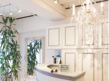店内は白を基調としたデザイン!!純粋なサロン創りを目指します♪