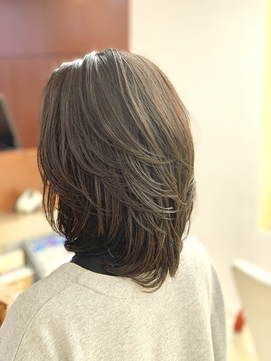 30代40代50代 前上がりCカールミディアムレイヤー/ツヤ髪
