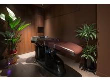 ヘッドスパやエステなども素敵な癒しの空間で施術します。