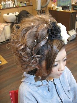 サイド巻き落としの盛り髪