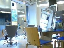 店内は広々として、ゆったり寛げる空間です。
