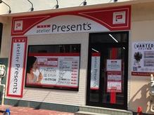 お店は駅からすぐの1階にあります。。