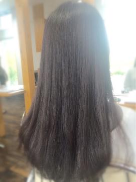 ロングヘアーも明るいナチュラルな白髪染めに