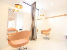 周りの目を気にせず施術が受けられる個室も完備!