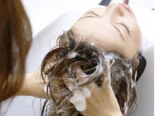 自然化粧品をベースにお肌の悩みや育毛促進に力を入れてます。