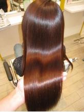 雑誌『In Red』にも掲載★リピート率90%!!クセ毛を知り尽くした専門店ならではの低ダメージの仕上がりへ。