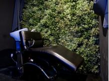 シャンプーブースは黒×緑で森をイメージした空間★