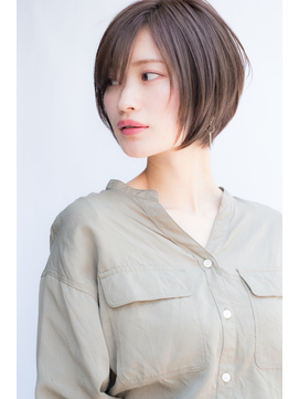 【東 純平】大人可愛い シャープ 小顔 ショートボブ グレージュ
