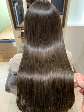 杉嶋梨紗 カーキグレージュ 髪質改善 大人かわいい ロング