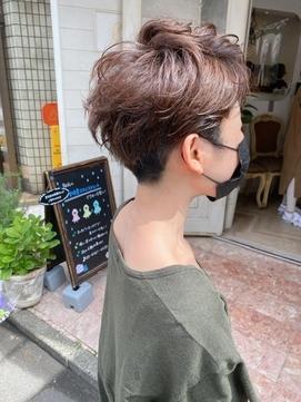 刈り上げベリーショートクセ毛を活かした髪型前髪イメチェン