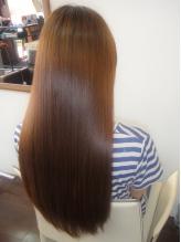 研究を重ねた最新の『髪質改善ストレート』で、年齢髪へのハリコシUPや、クセ毛、うねりを解決します。