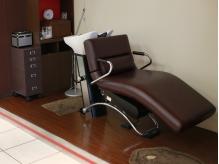 ゆったりとした椅子でヘッドスパができる施術スペースあります☆