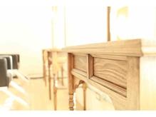 モダンでアンティークな家具が揃っています。