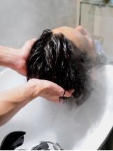 【癒し×スッキリ☆】カラーの残留物をヘッドスパで取り除き、綺麗な頭皮と髪色をキープで男度UP♪