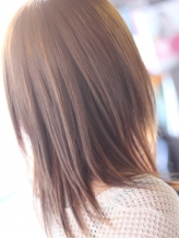 ダメージレス☆【もともとストレートだったような髪質に】アイロンの入れ方を微調整した高度な技術で実現。