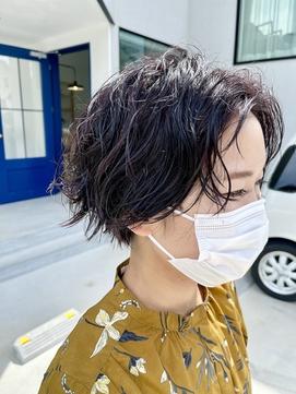 【tomari】暗髪に映えるゆるパーマ。