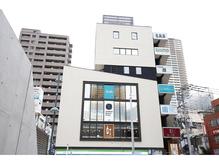 東急東横線「武蔵小杉駅」南口の新築ビル「S.N.B」の4Fです。