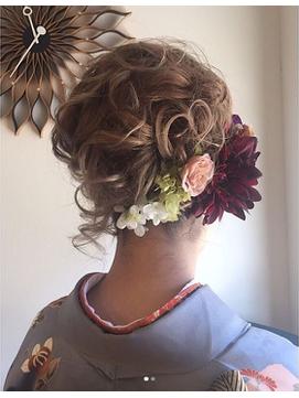 ふんわりランダムカールとお花のヘアセット