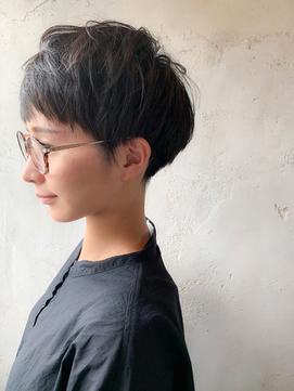 【オススメショートスタイル】刈り上げマッシュ × 黒髮