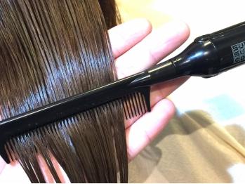 全部で5step。サロンでしかできない反応補修型トリートメントで丁寧に補修し、強く美しい髪へ導きます。