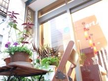 入口には植物やお花でにぎやかです☆
