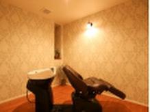 個室でのシャンプー台。座り心地の良さを体感して下さい◎