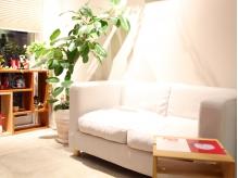 待合のソファも素朴でまるで友達の家に来たみたい?