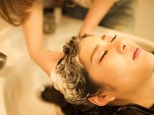 健康な髪は頭皮のケアから!!本格ケアスパで頭皮の血行を促進し【ハリ・コシ・ツヤ】のある健やかな髪へ。
