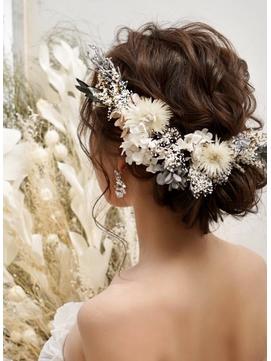 花嫁様にもパーティーにもぴったりなシニヨンスタイル