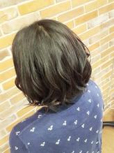 ゆるふわな毛束の動きで大人のキュート感を表現.40