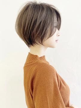 大人可愛い前髪ありひし形耳掛けクールショートボブ20代30代40代