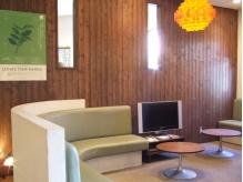 待合のソファ席は、ホテルのラウンジのようなラグジュアリー感★