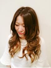 髪の内部の水分量が来店前より上がる♪乾燥やパサつく髪がブリリアントカラーで艶やかに仕上がります!