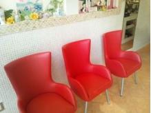 入口入ってすぐ♪赤い椅子が可愛い♪♪