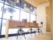 お洒落なカフェ風店内でリラックス♪【熊谷美容室】