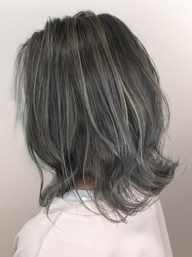 【AUBE HAIR】ホワイトグレージュ_外ハネロブ
