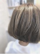 ◆白髪もデザイン◆白髪が気になってきた方必見!不自然にならない白髪をデザインするハイライトカラー☆