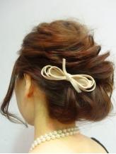 結婚式や二次会などの大切な日のヘアセットは大人可愛いスタイルで周りと差をつけて…♪