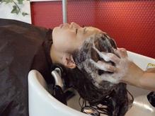 """""""髪と頭皮の保湿で美髪へ""""【ヘッドスパ(20分)+カット¥5000】美髪のヒミツは健康的な頭皮♪"""