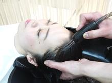 【カット+ヘッドスパorヘッドマッサージ&TR¥7560】すっぴん地肌でしなやかにまとまる髪へ!!