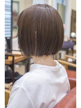 切りっぱなしミニボブ・浦和の美容室トライベッカ荒巻の髪型