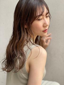 大人カジュアルスタイル/ウェットヘア/ベージュ/小顔/渋谷