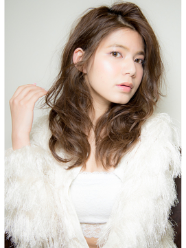 艶巻き髪スタイル