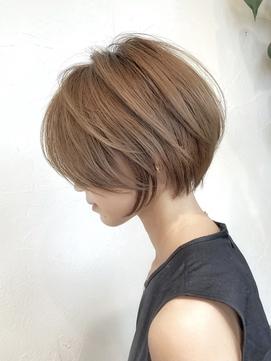 ミルキーベージュ+ひし形ショートボブ30代40代【浦野】