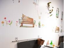 季節ごとにチェンジする壁のデザインはオーナーのこだわり★