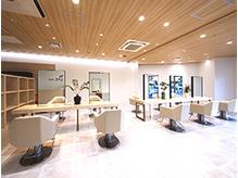 40代大人女性にぴったりな美容院の雰囲気やおすすめポイント シュールトルワ(SUR TROIS)